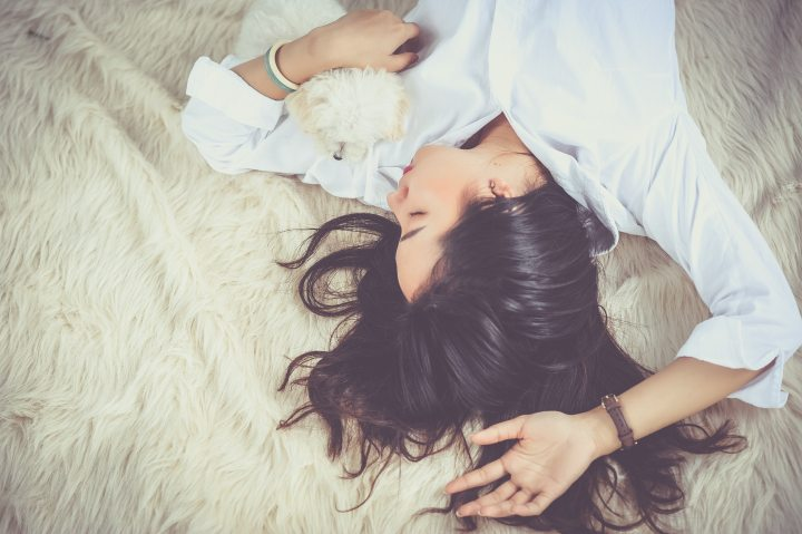 6 Beauty Hacks You Can Do While You Sleep